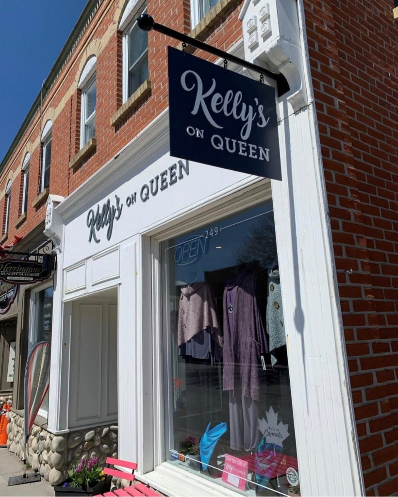 Kelly's on Queen exterior sign.